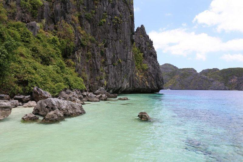 Onde ir em fevereiro: mar cristalino e tranquilo de El Nido, nas Filipinas.