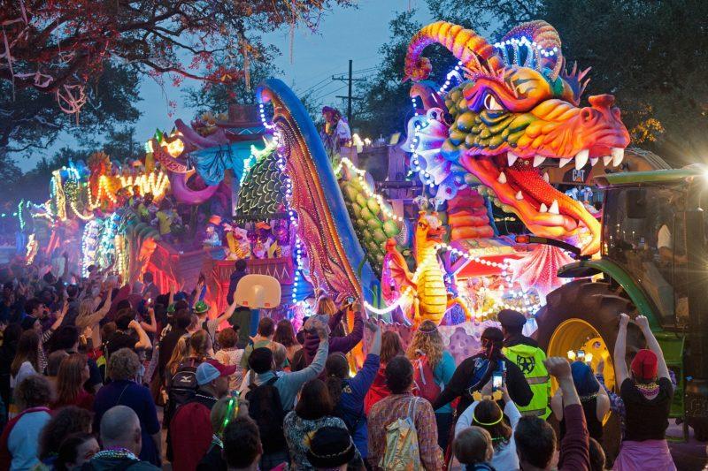 Fevereiro onde ir: desfile de Mardi Gras em Nova Orleans.