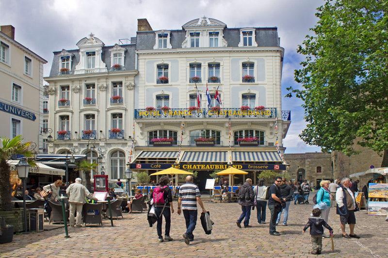 A place chateaubriand, em saint malo