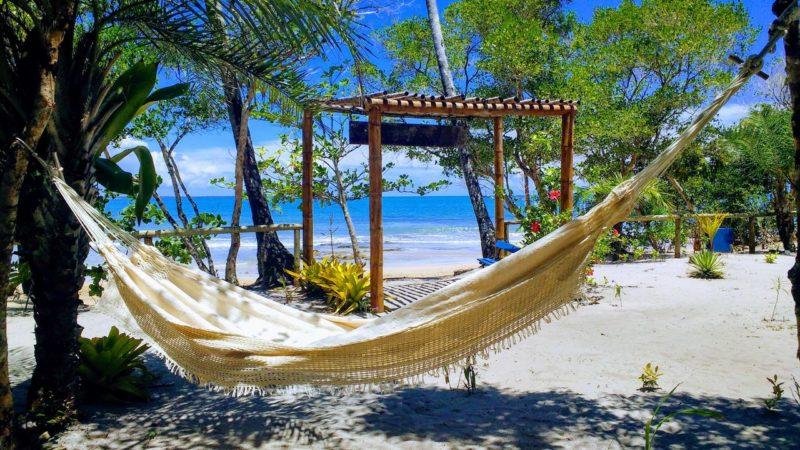Bahia dicas de onde ficar: Villa da Barca com pé na areia em Boipeba.