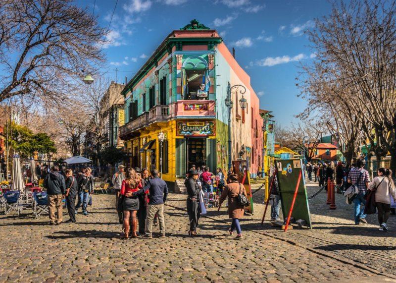 Dicas para viajar nos feriados de 2020: o colorido Caminito, em Buenos Aires.