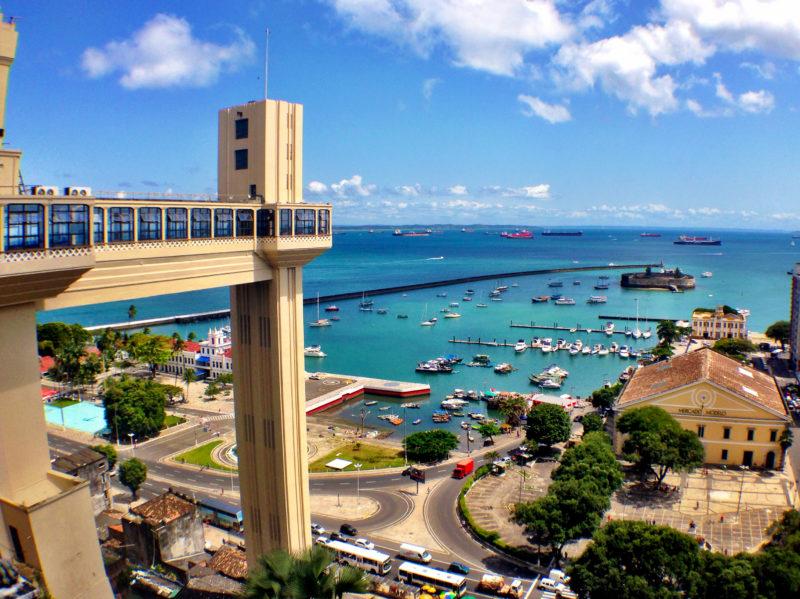 Cidades para visitar na Bahia: Elevador Lacerda em Salvador.
