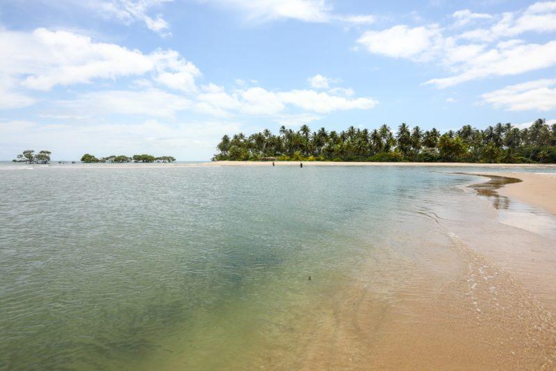 O que fazer em Boipeba: mar cristalino da praia de Castelhanos