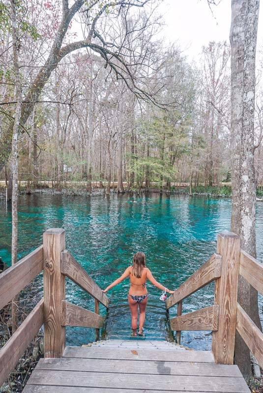 Cidades para visitar na Flórida: o azul intendo das Ginnie Springs, em Gainesville.