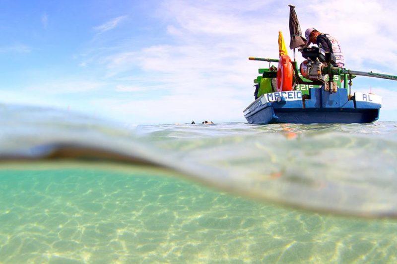 Onde ir em outubro: água cristalina da Praia do Toque, na Rota Ecológica de Alagoas.