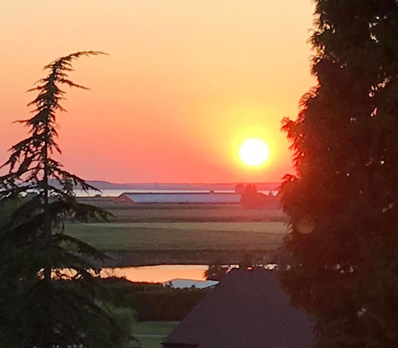 Judy Webber e a vista da sua janela para Crescent Beach, em British Columbia