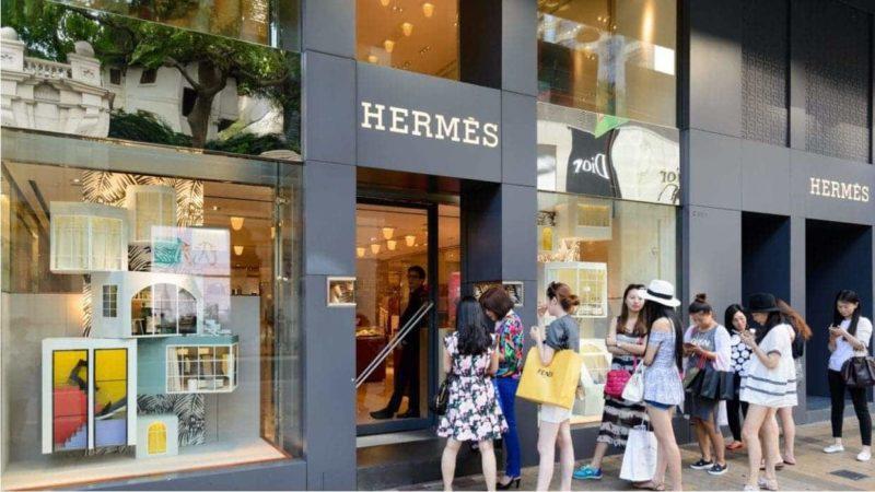 Chineses fazem fila na porta da Hermès: será mesmo que vamos mudar?