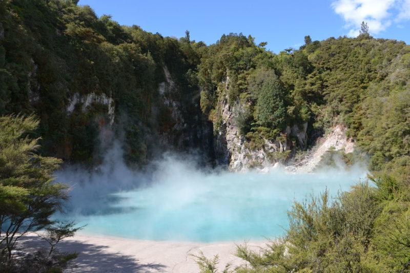 O que fazer na Nova Zelândia: a Cratera do Inferno no Waimangu Volcanic Valley.