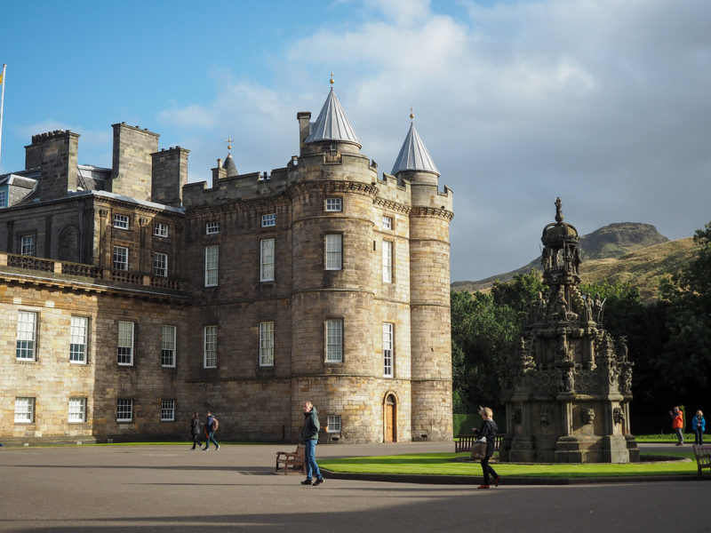 Séries gravadas na Inglaterra: Palácio de Holyroodhouse.
