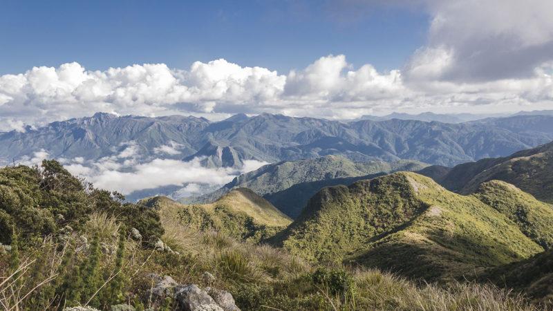 Lugares remotos para viajar: vista do Pico do Papagaio no Vale do Matuto