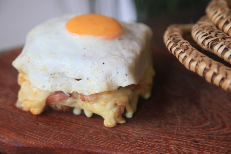 Versão carioca do Croque Madame do Zazá Café leva queijo meia-cura Jersey