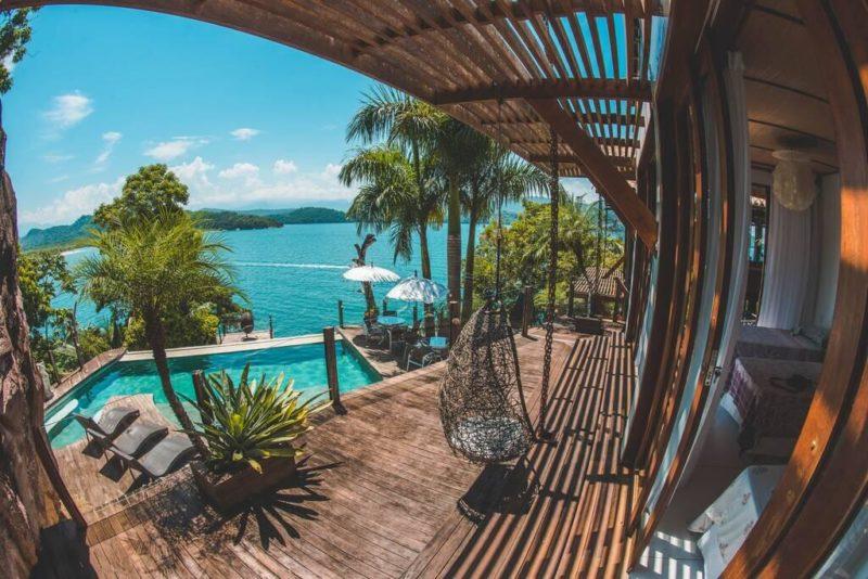 Casa de temporada remota em Paraty com vista incrível do mar.