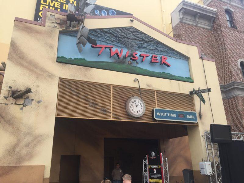 Brinquedos antigos em Orlando: entrada do Twister, na Universal Studios.