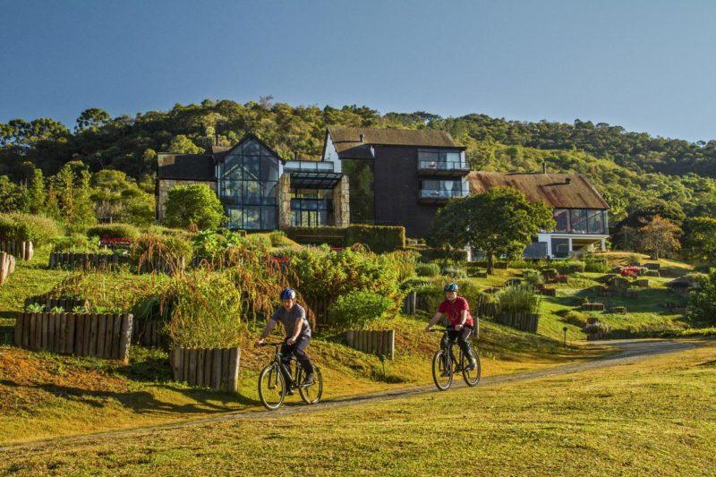 Turismo de isolamento no Coronavírus: o Botanique Hotel & Spa fica na Serra da Mantiqueira. próximo a Campos do Jordão, em meio a muito verde de atividades na natureza