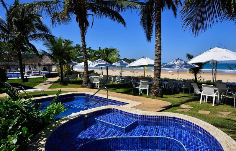 O Le relais la borie, de frente para a praia: hotel tem área externa enorme