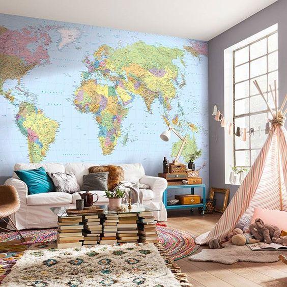 A sala ficou linda estampada com o mapa mundi