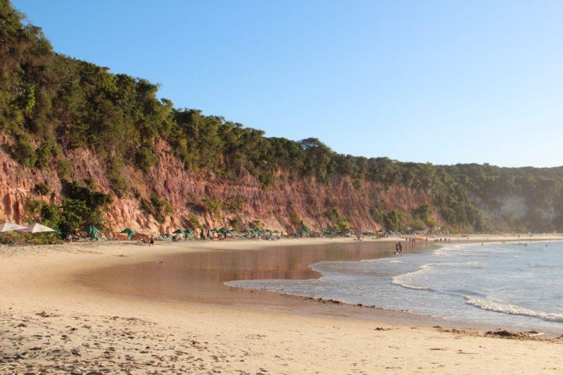 Reabertura do Turismo: praias de Pipa abertas, mas com uso obrigatório de máscara.