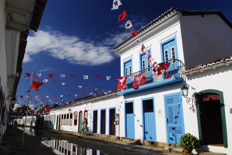 Onde ficar em paraty: a casa turquesa, no centro histórico
