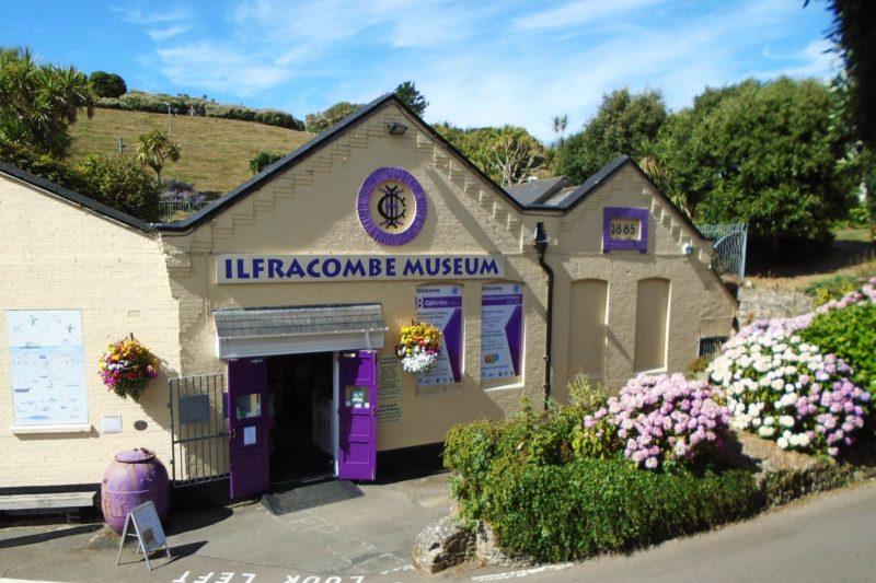 O que fazer em Ilfracombe: conhecer a história local no Ilfracombe Museum.