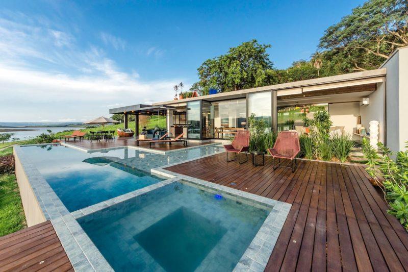 Melhores casas do Airbnb Brasil: piscina externa da Casa Morro Redondo, em Cássia.