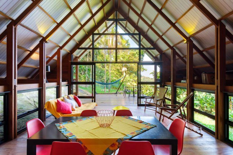Aluguel de casa no Brasil: aconchego no interior da Design Cabin.