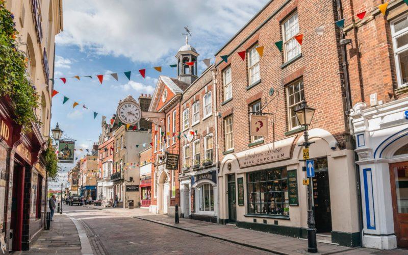 Cidades charmosas na Inglaterra: ruas de Rochester.