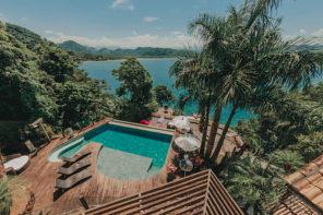 Mamanguá e Paraty Mirim: a casa onde ficamos, com a piscina e o mar
