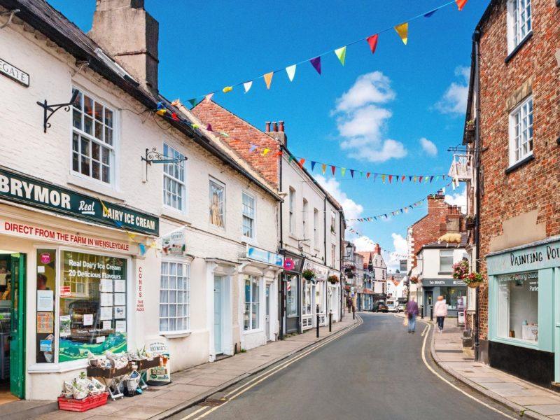 Cidades lindas na Inglaterra: ruas charmosas de Knaresborough.