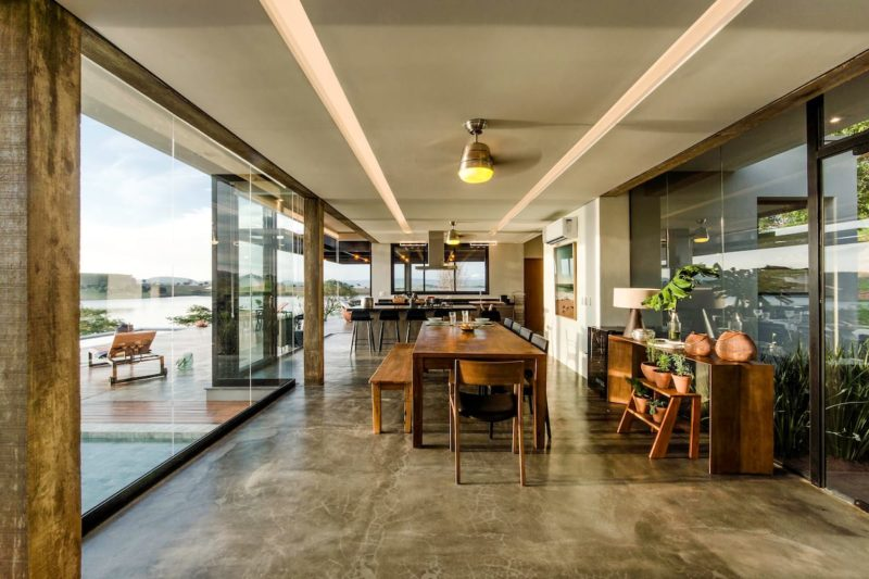 As casas mais desejadas do Airbnb: área interna da casa Morro Redondo.