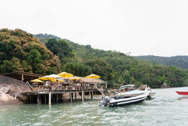 viagem paraty e mamanguá: o restaurante do Dadico, com peixe pescado no dia