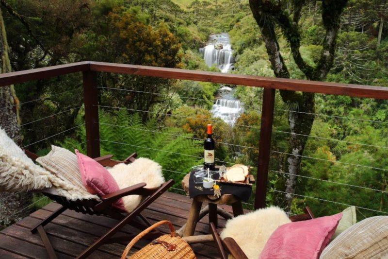 Airbnb Urubici: varanda gostosa com vista na Tenda da Lua