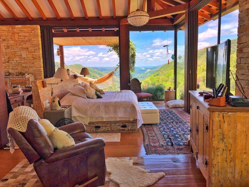 Um dos quartos do airbnb em Araras RH: como não ser feliz acordando com essa paisagem?
