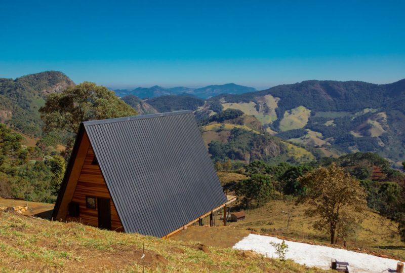 cabanas lindas airbnb brasil: a vista externa, para o vale