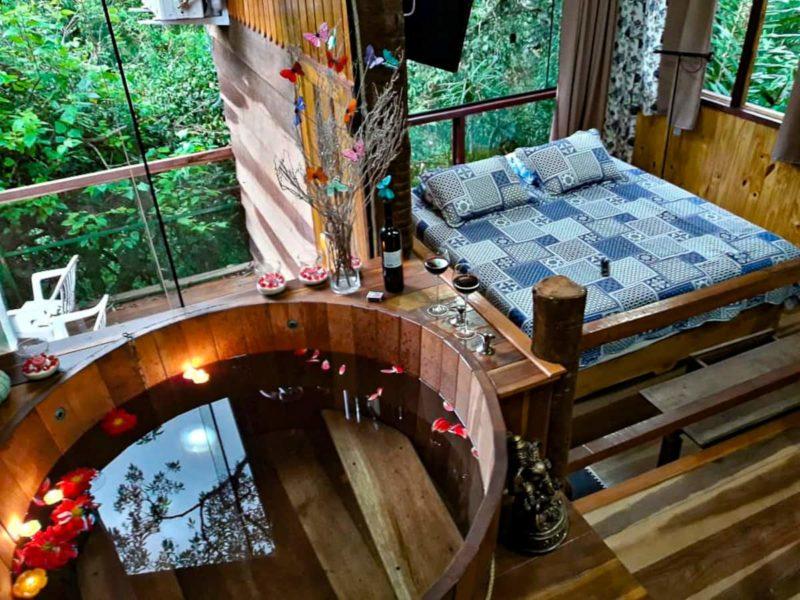 Melhores Airbnb perto do Rio de Janeiro: interior do chalé em Bocaina de Minas, em Itatiaia.