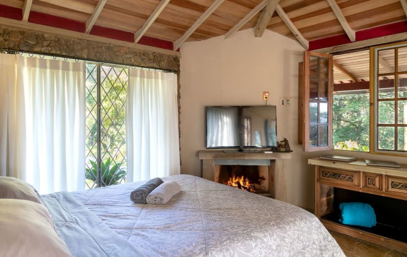 Airbnb Rio de Janeiro: quarto amplo da cabana perto de Itaipava.