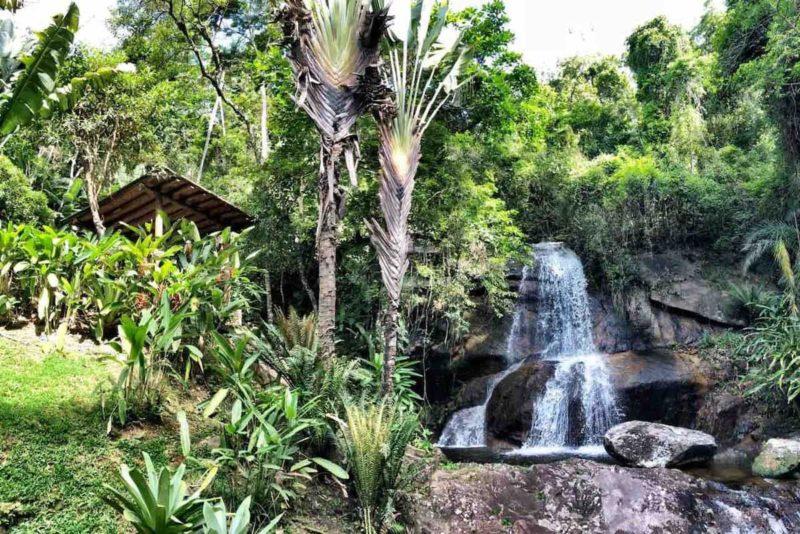 E a Casa do Vale ainda tem uma cachoeira particular.