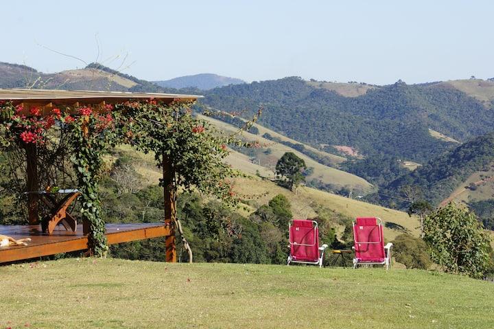 Airbnb mais lindos de Minas Gerais: vista linda da Casa Lumiar da Mantiqueira.