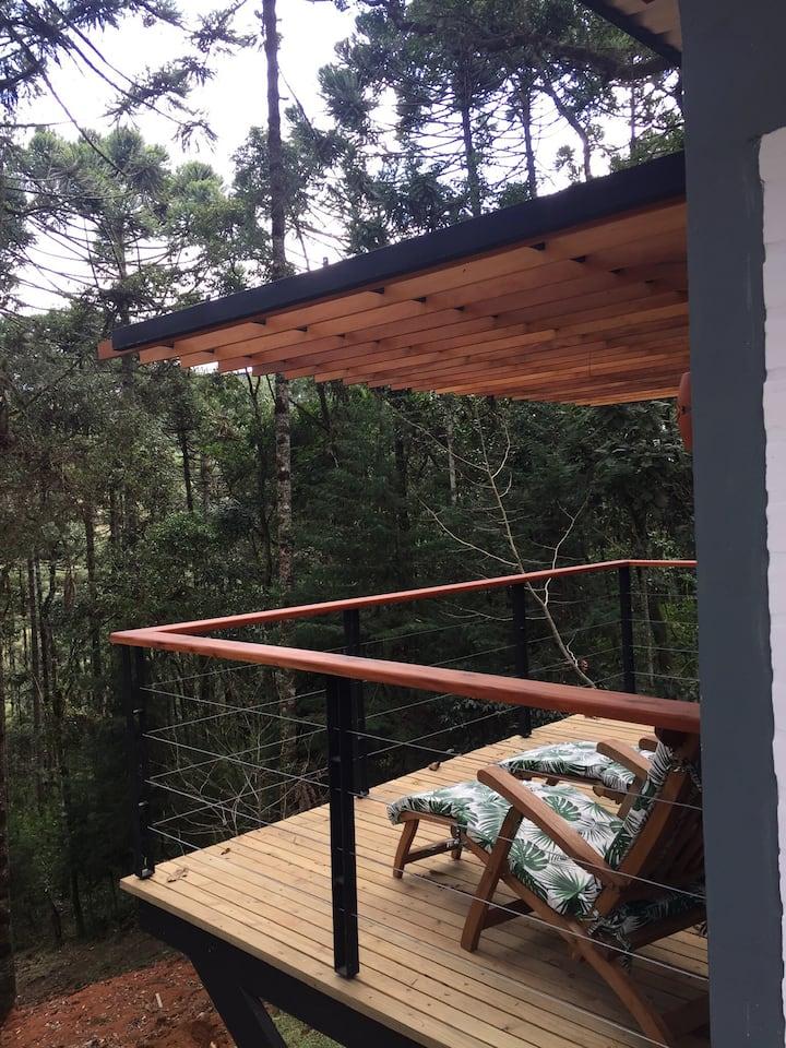 Vista da varanda do Airbnb do chalé Roça Chike.