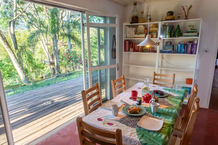 Melhores Airbnb de Minas: o interior é rústico e aconchegante.