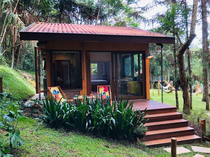 Airbnb em São Antonio do Pinhal: a casinha, fofa por fora