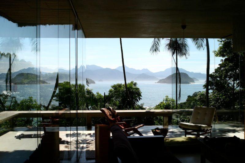 Onde ficar na Praia do Félix: casa de vidro com vista incrível.