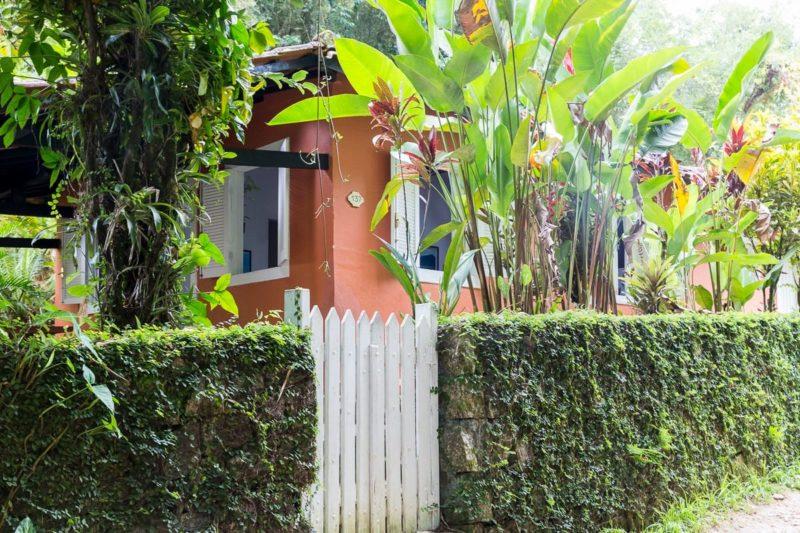 Melhores casas Airbnb em Ubatuba: casa em Picinguaba em meio a natureza local.