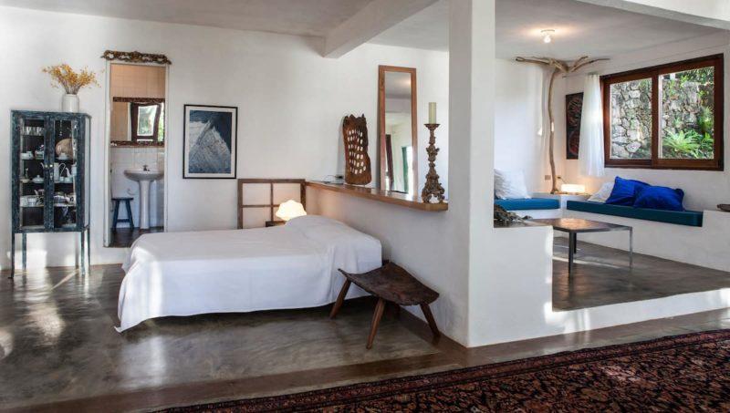Casas em Ubatuba: loft lindo com ambientes integrados.