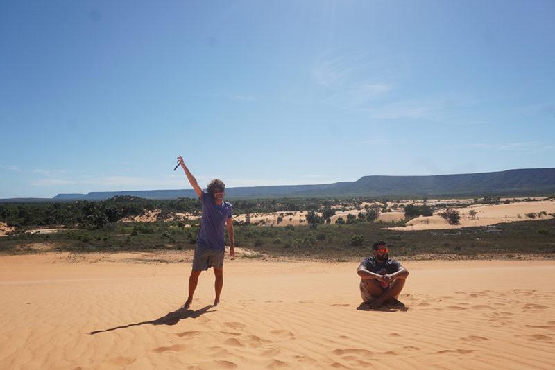 Só nós e o Rostan, guia e sócio da Canindé, nas dunas. Roteiro montado fingindo do encontro com outras agências e grupos