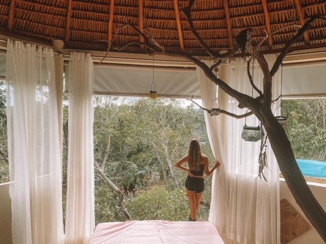 Jalapão Ecolodge: nossa cabana, aberta para mata. Construção sustentável feita com reuso de resíduos